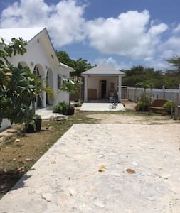 The Breezy House Grand Turk - Appartement