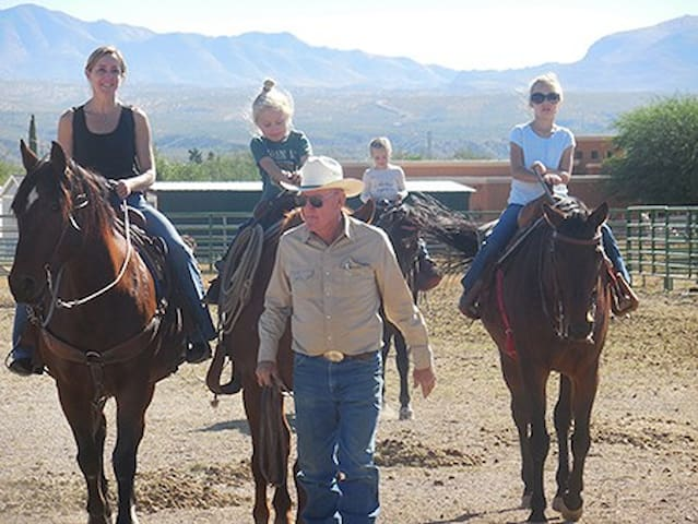 FREEDOM ON THE GO RANCH. Full bed Room - Tubac - Bed & Breakfast