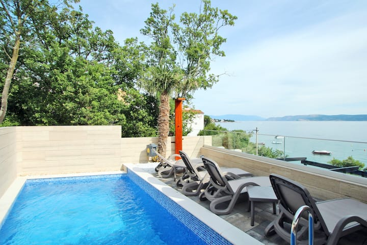 Delux Villa Turquoise on the beach,pool,garage,spa