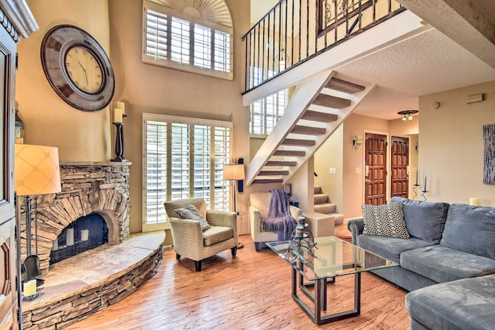 Grand PHX Townhome w/Central Location, Pool Access