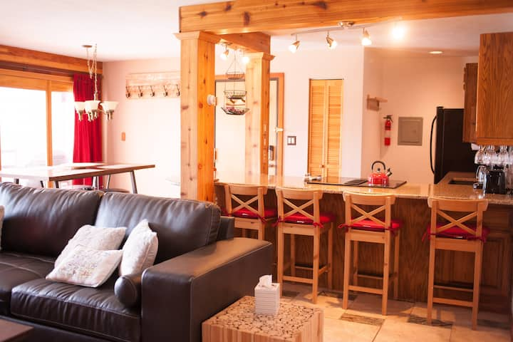 Cozy Condo Pool Hot Tubs Sauna 5 Ski Resorts Wifi