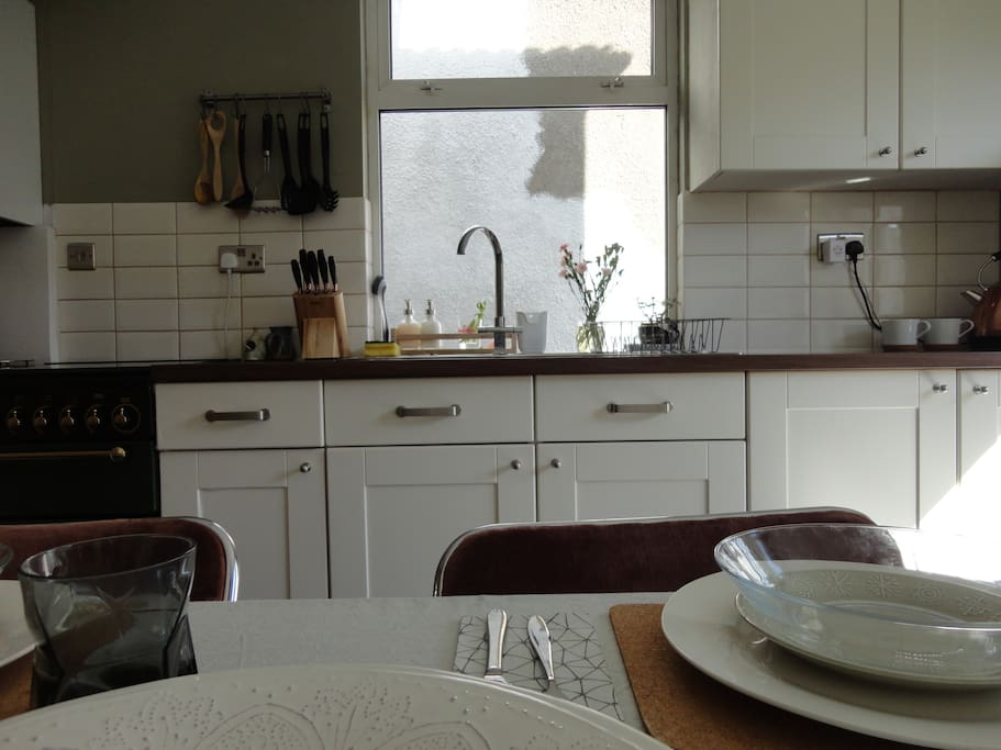 Kitchen/Diner: The kitchen is traditional, yet modern looking, much like the rest of the house.