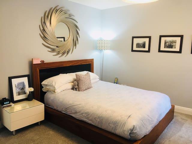 Peaceful Private Bed + Bath in Designer Home