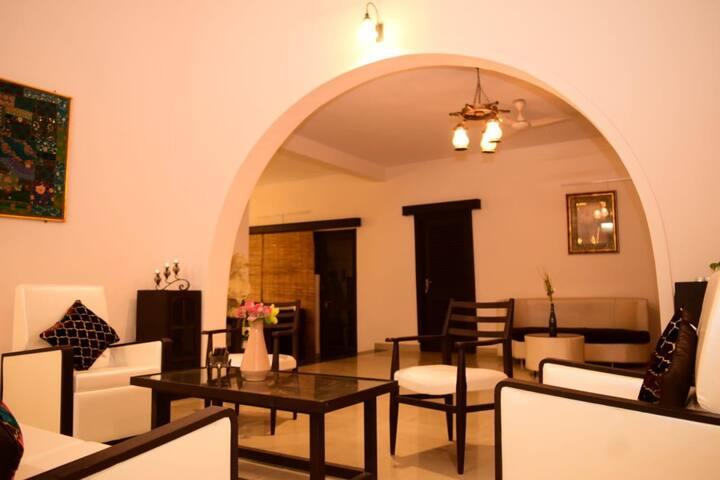 Cozy room in a luxurious villa in Bhopal