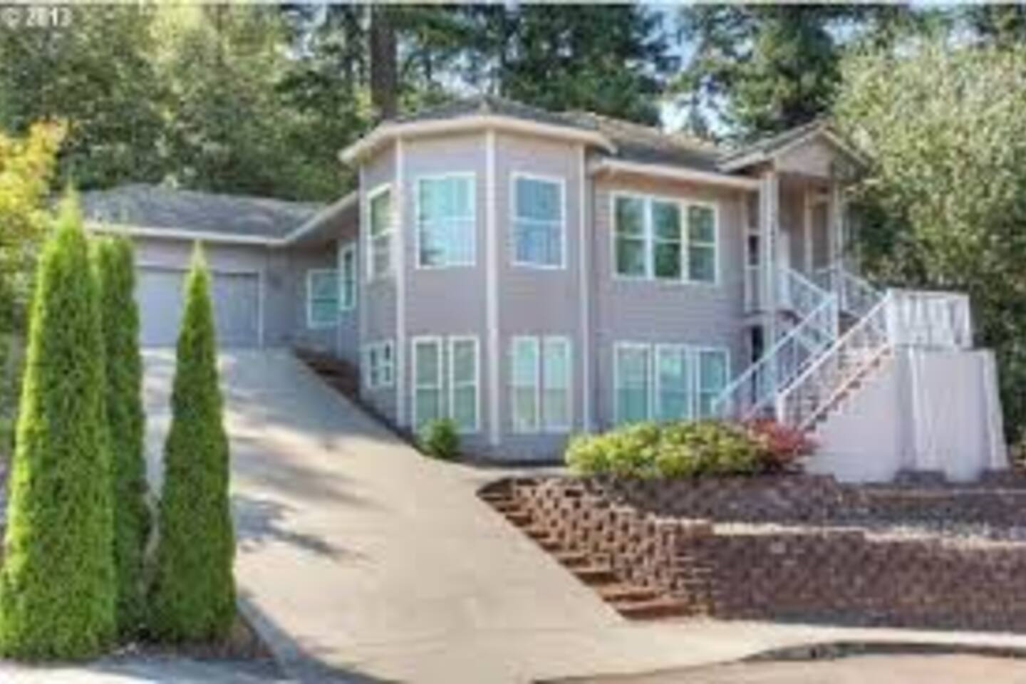 800 square foot Studio in lower level. Quiet upscale neighborhood with forest behind home