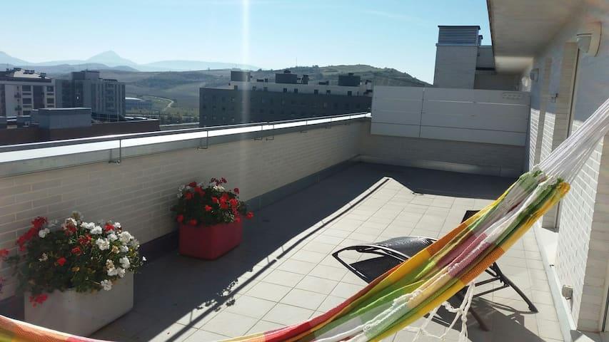 Atico 2 hab. Garaje y gran terraza - Pamplona - Apartment