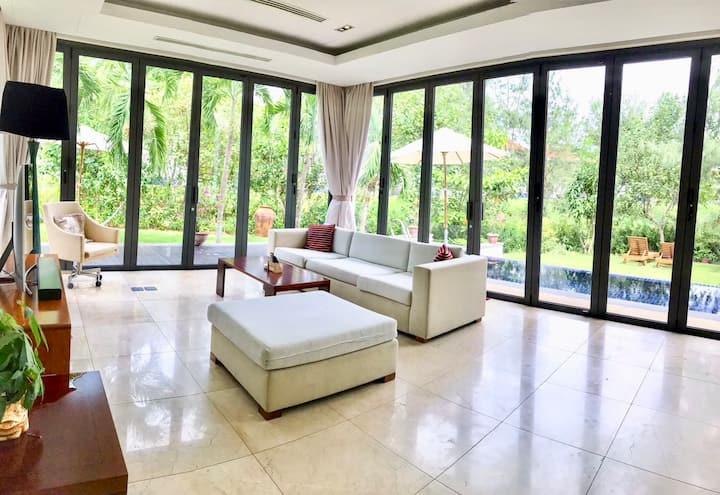 Cozy Emblemsea Villa 1 minutes to Da Nang beach