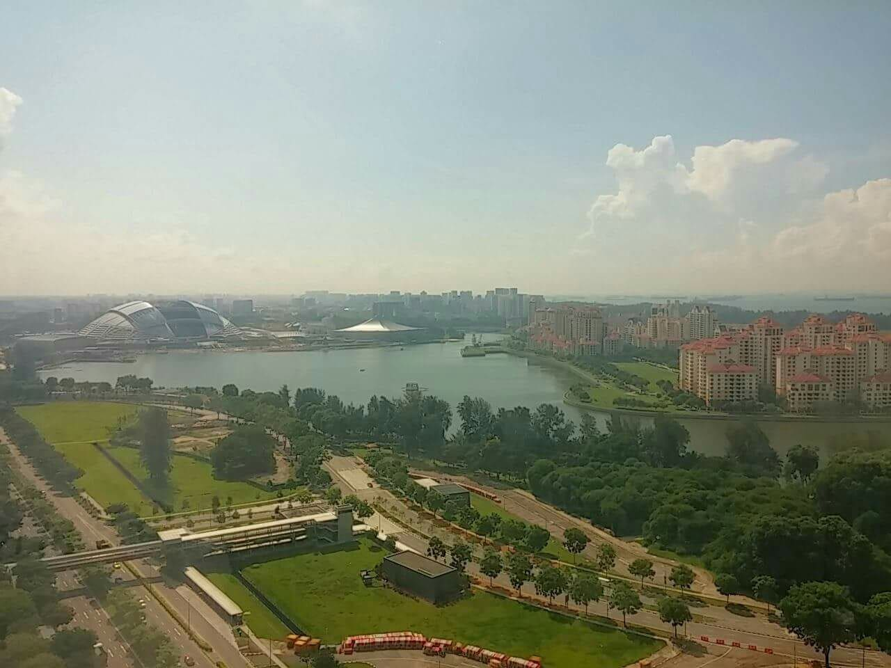 Unblocked view of the Kallang reservoir, National Stadium, Indoor Stadium and sea. Only 7 mins walk to Nicoll Highway Station, leading to Singapore Flyer, Gardens By The Bay, Marina Bay Sands.