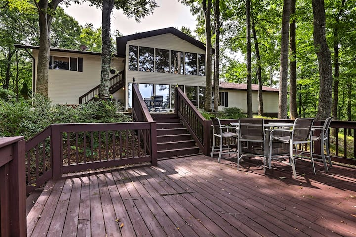 Lake Cumberland Retreat w/ 2 Decks & Boat Parking!