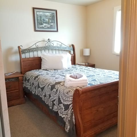 Gateway to the Mountains, bedroom 1