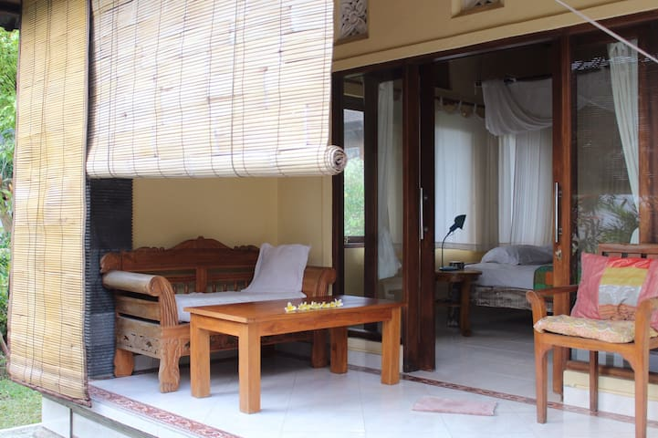 Surrounded by a very friendly and Balinese Balinese family in terms of religion, traditional houses, and also good daily ceremonial activities that come you can also capture the moment in every corner of the house decoration