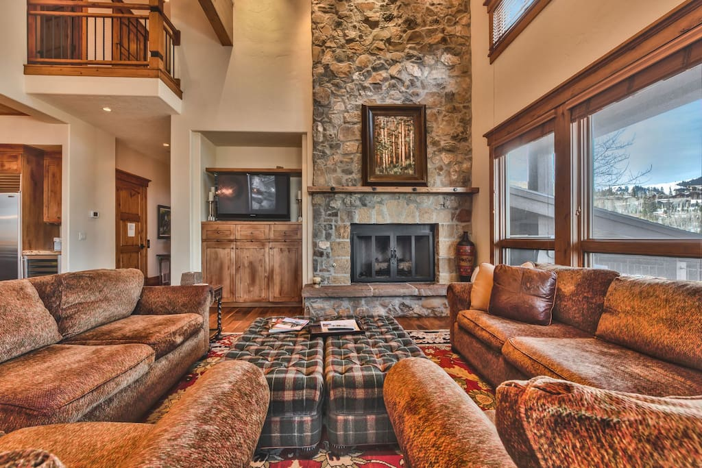 Main Level Great Room with Flat Screen TV, DVD, and Fireplace