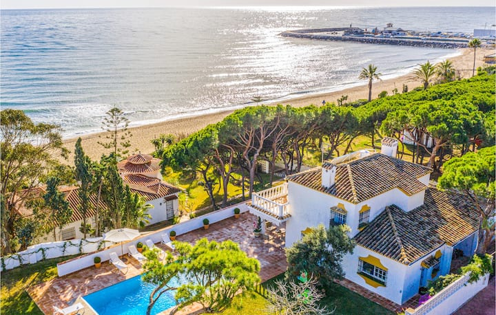 Stunning home in Marbella with Outdoor swimming pool, Outdoor swimming pool and 6 Bedrooms