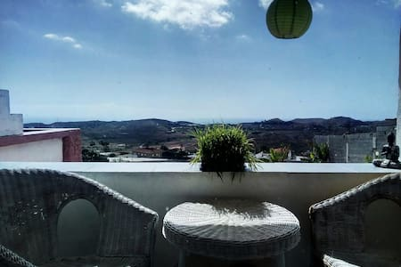 Room in quiet zone in a nice and spacy apartment - San Bartolomé de Tirajana - Byt
