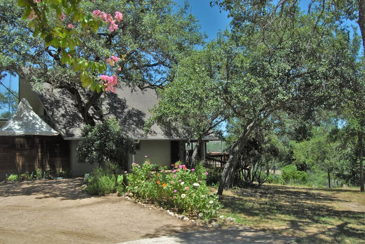 Sunrise Chateau on Hickory Creek - Marble Falls - House