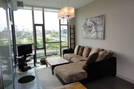 QUEEN ST LOFT 2 bedroom - Toronto