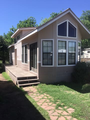 ♥CharmingTinyHome♥@LBJ3MinWalk2Lake ♥Great4Couples