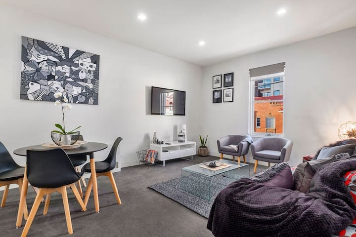 Inner-city 2 Bedroom Apartment With Free Parking