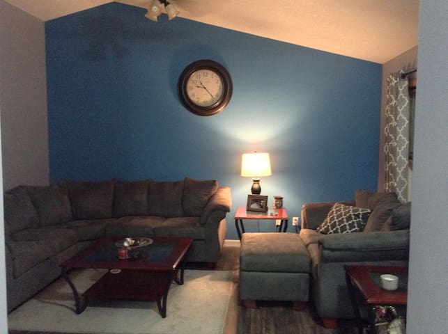 Newer remodeled home near ND - South Bend - Hus