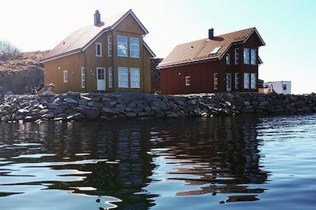 Flott rorbu helt nede i sjøkanten - Dolmøya, Hitra