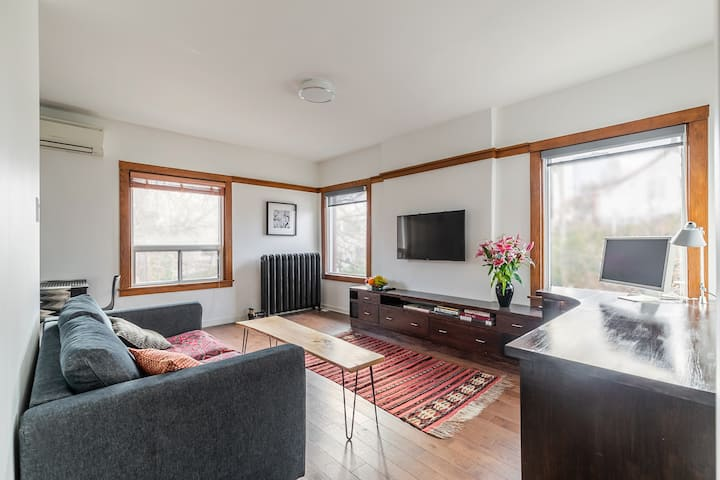 1 bedroom suite (hotel style) in heart of Annex
