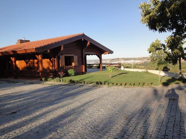 Montanha - casa de madeira, perto de Bragança. - Bragança - Rumah
