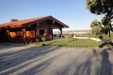 Montanha - casa de madeira, perto de Bragança. - Maison