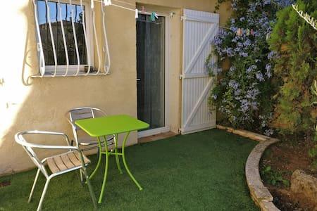 Studio dans le jardin à Aubagne - Aubagne - Lägenhet