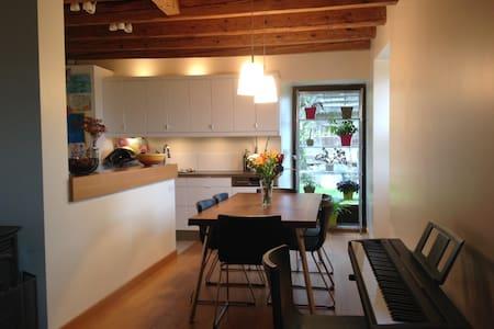 Maison 3 chambres et jardin fleuri - Ville-en-Sallaz