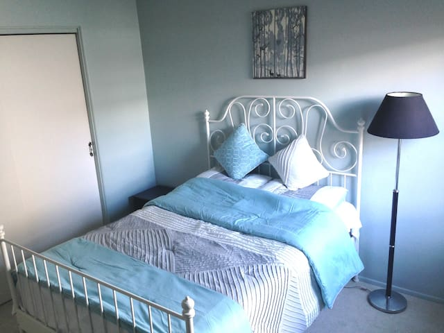 Chic, cute bedroom on 2F for 1-2 people - Pittsburgh - Haus
