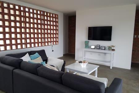 Brand New - Puerto Lopez Home!! - Puerto Lopez - Huis