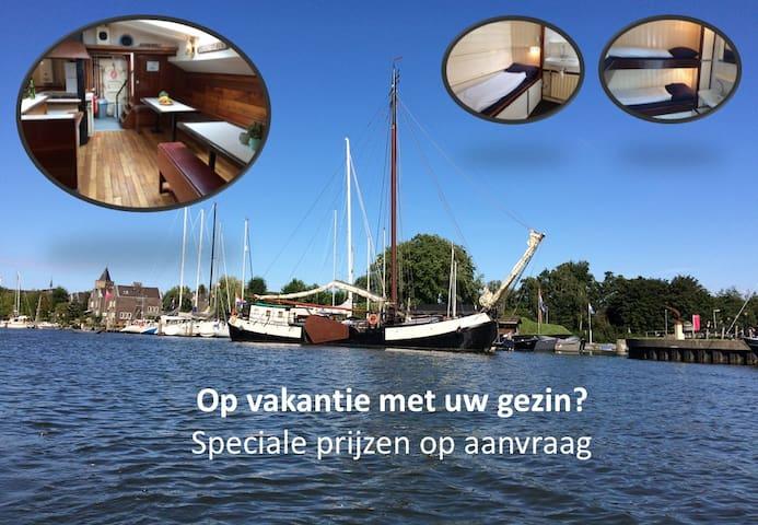 """Zeilschip """"Ebenhaezer"""" in Muiden, nabij Amsterdam"""