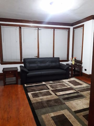 Cozy 2 bedroom apartment up to 4 guests
