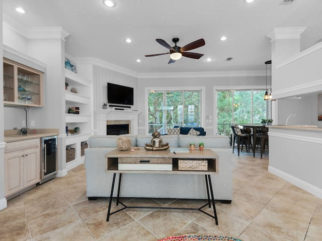 Gorgeous, single-story home in exclusive gated community. 6 seat golf cart! Pet-friendly! Community pool, hot tub, tennis courts, & fitness center!