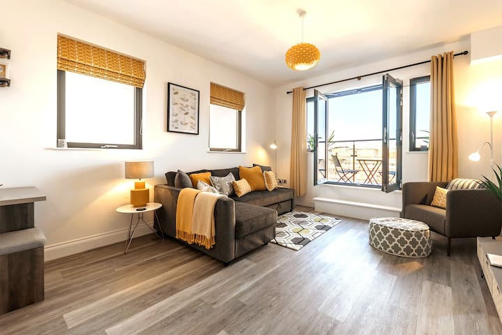 Double sofa bed, Sonos One, Echo Dot. Super fast WiFi. 40 inch TV. Amazon Fire Stick (Netflix, Amazon spring video etc).  Wraparound Balcony. Outside sitting space. Partial sea view. Top floor location.