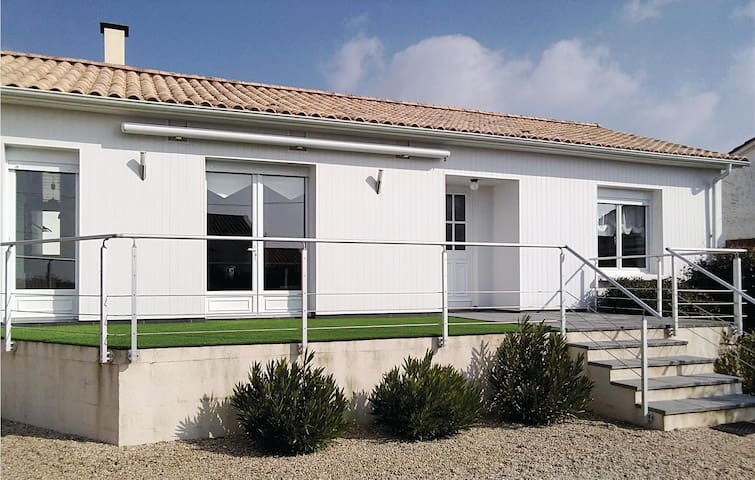 Holiday cottage with 2 bedrooms on 68m² in L'Aiguillon sur Mer