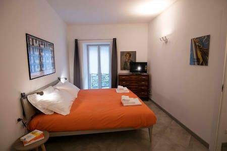 In casa d'epoca spaziosa stanza con 4 posti letto - Rialto - Villa