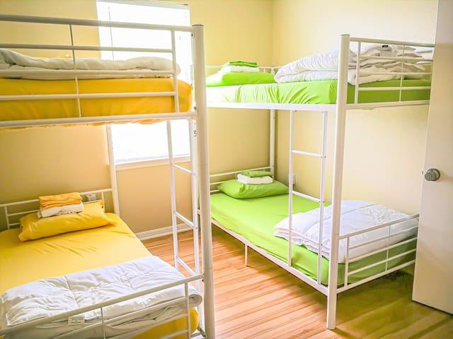 Sua Casinha!! 4 bed co-ed dorm (B)