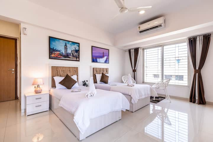 Comfy Rooms Near Bandra Kurla Complex