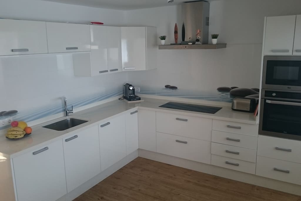 Fully equipped, modern and spacious kitchen