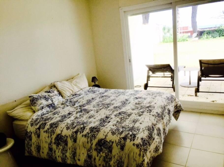 Habitación doble con armario y baño en-suite (perdón por la foto...es muy mala :)