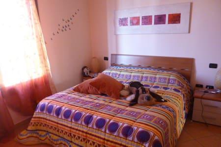 Tranquillo e luminoso appartamento - Montale
