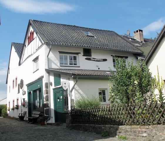 Gemütlich wohnen in der Eifel, Burgscheune Whg 1 - Dahlem - Leilighet