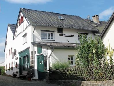 Gemütlich wohnen in der Eifel, Burgscheune Whg 1 - Dahlem
