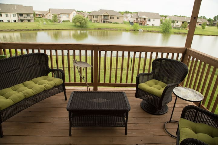 Tranquil fully appointed home overlooking water. - Wichita - Huis