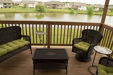 Tranquil fully appointed home overlooking water. - Wichita
