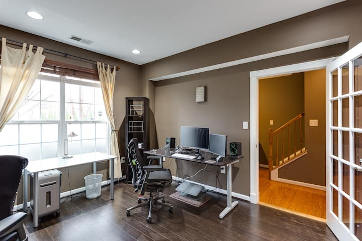 Luxury Home. Loaded Office. Major Monthly Discount