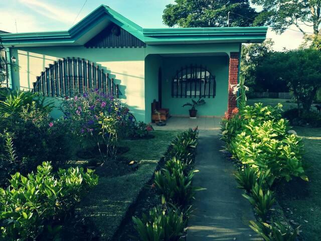 Casa de Paz y Armonía Tulassy #1 - Bed & Breakfast