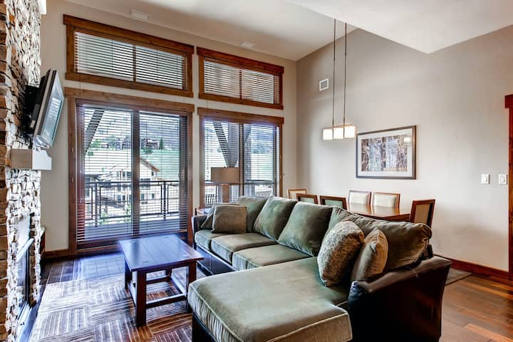 Luxury condo w/gondola access & shared pool, hot tubs, fitness & game room