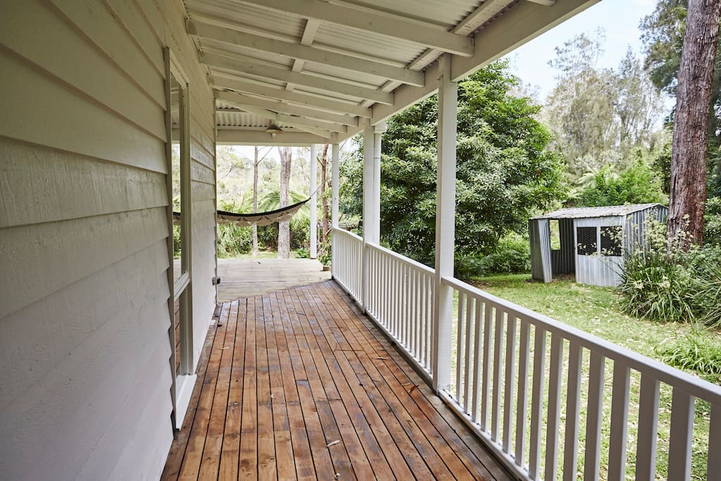 Cottage 360 degree deck.
